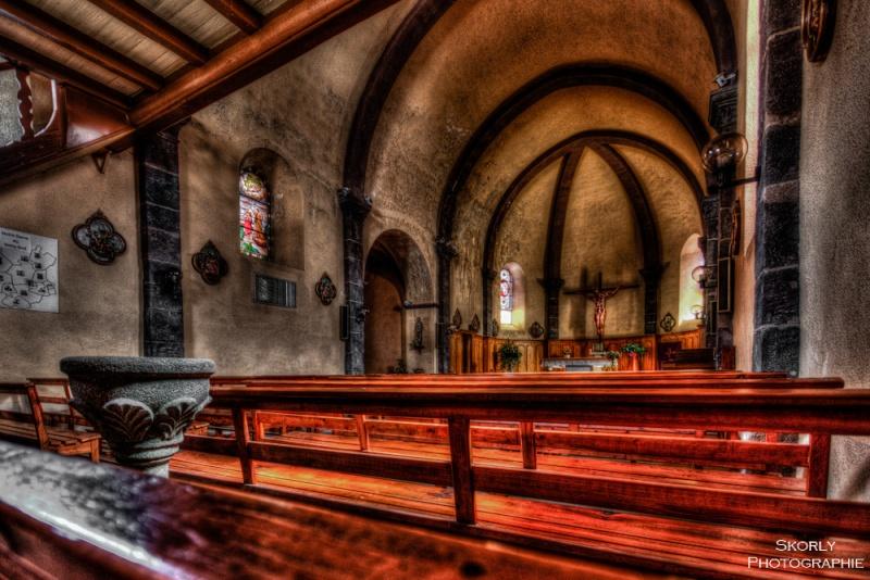 A l'intérieur d'une église (Costaros) Eglise11