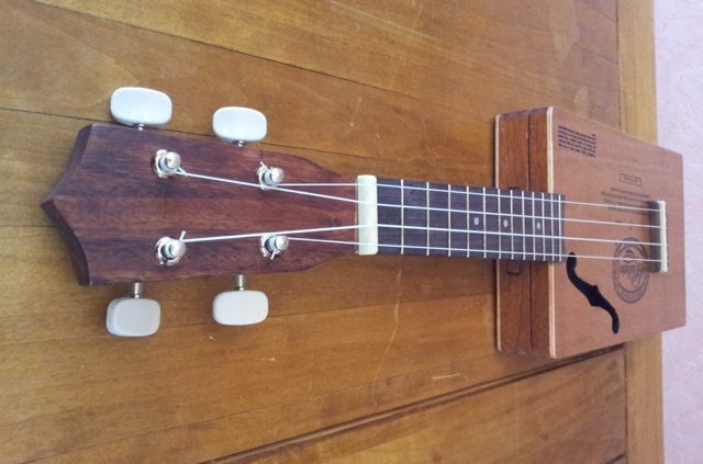 "The ""Aloha ukulele"" by Deuns Deuns114"