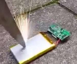 Bateritë e telefonave të rrezikshme nëse shpohen, mund të shpërthejnë dhe të marrin flakë Bateri10