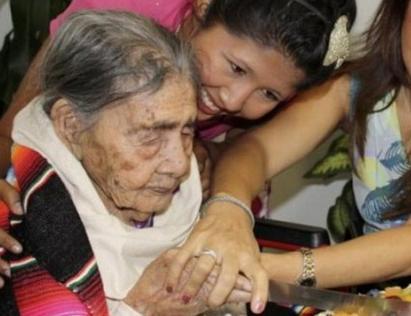 Vdes gruaja më e vjetër në botë, 128-vjecare Gruaja10