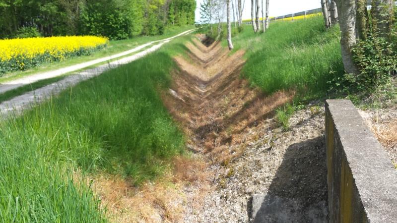 Desherbage d'un fossé par la DDE  20150523