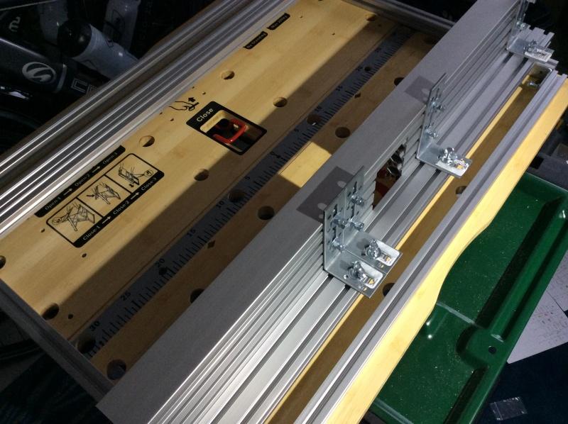 Electro-portatifs sous table (d'inspiration Festool, Woodpeckers, Wolfcraft...) et aménagements atelier  Img_0011