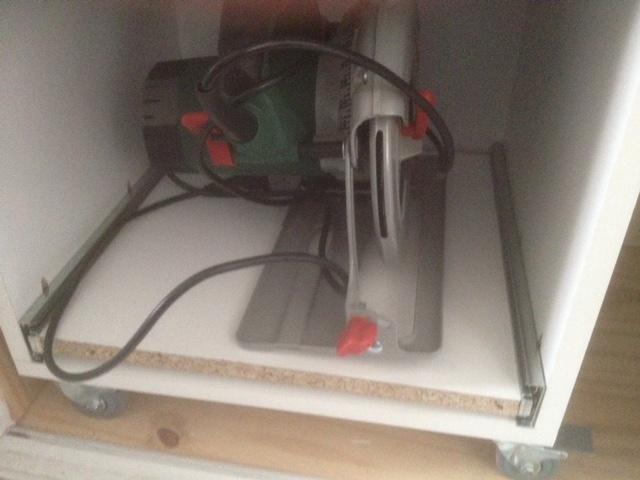 Electro-portatifs sous table (d'inspiration Festool, Woodpeckers, Wolfcraft...) et aménagements atelier  - Page 2 Img_3010