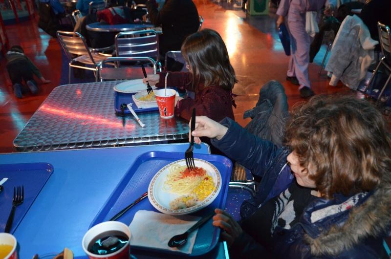 Buzz Lightyear's Pizza Planet Restaurant est désormais un buffet à volonté ! - Page 18 Dsc_0312