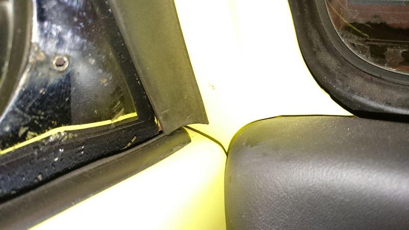 Joints, capote, manivelle et verrou du coffre Porte_10