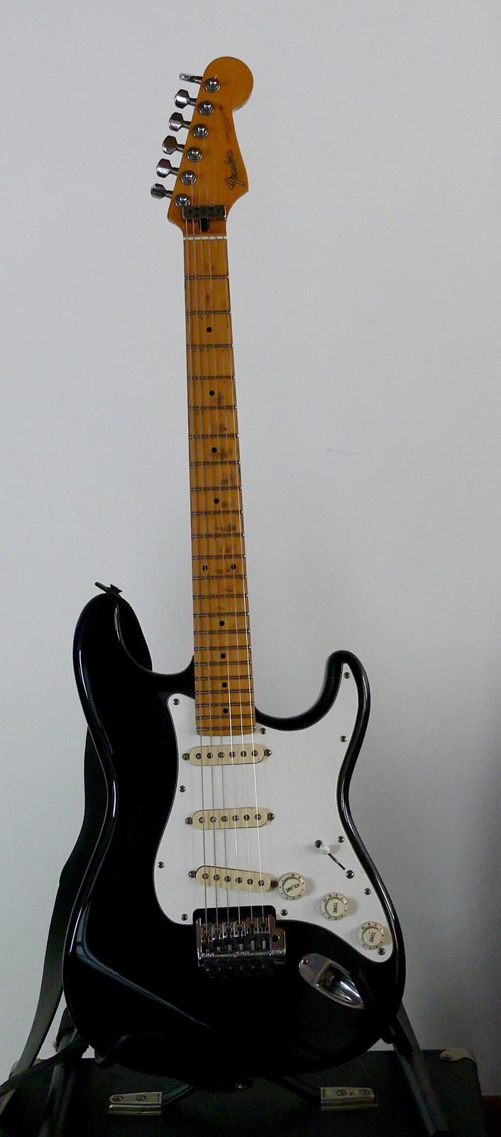 Photos de vos guitares. - Page 40 Fender11
