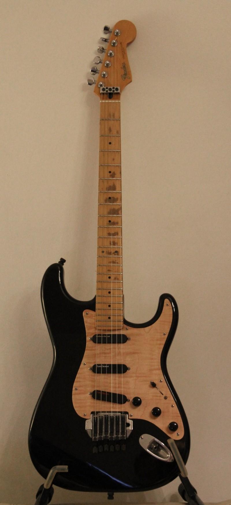Photos de vos guitares. - Page 39 Strat_10