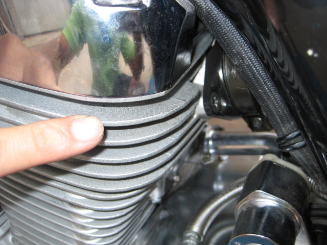 possible leakage at rear cylinder-carb joint Img_1215