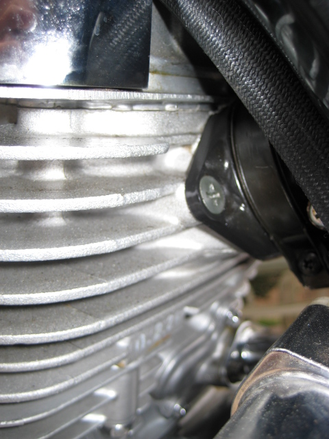 possible leakage at rear cylinder-carb joint Img_1219