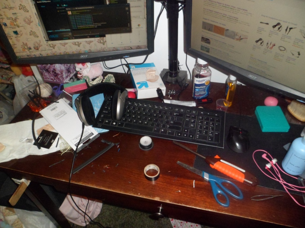 Post your desk area! - Page 3 Sam_4511