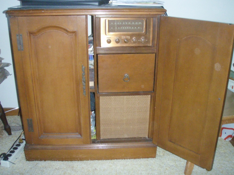 One more try at photos of '52 (?) Magnavox Bc_mag19