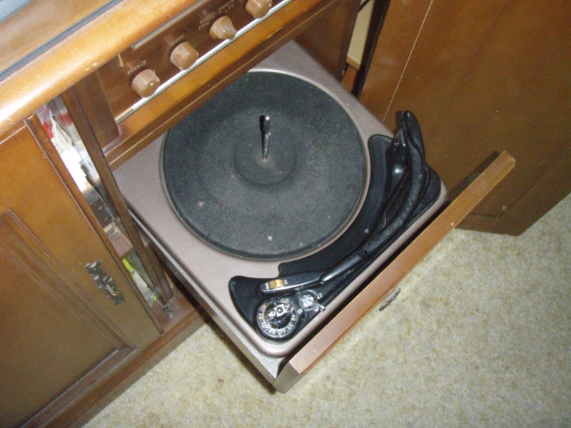 One more try at photos of '52 (?) Magnavox Bc_mag20
