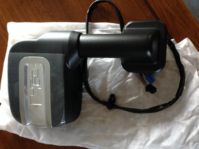 Recherche d'un miroir rétroviseur extérieur pour Hummer H2 2008 Gm257711