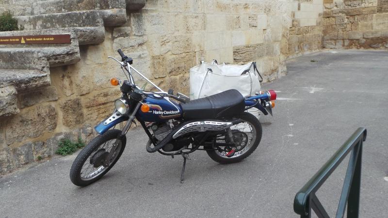 Au détour d'une ruelle... une Aermacchi Harley-Davidson 20150510