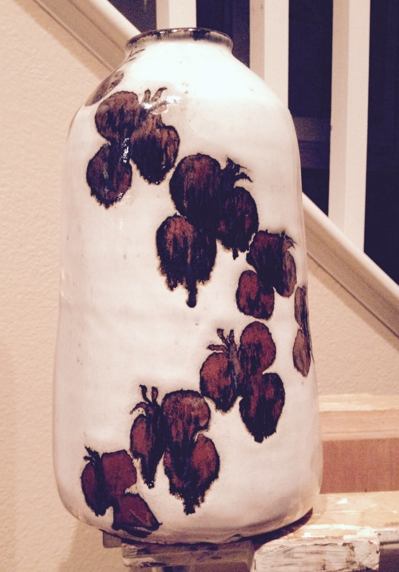 """Lovely 10"""" Vase (heavy!) but I don't know who made it! 310"""