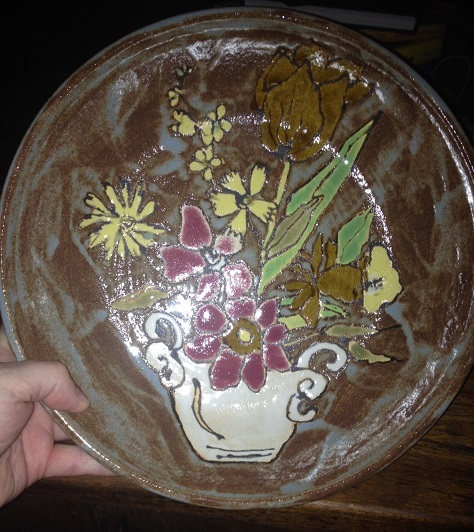 Beautiful thrown & decorated bowl - winged heart with initials? Flower10
