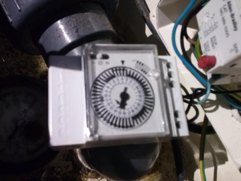 besoin d'un coup de main pour brancher une horloge...sur escawat... Cam00014