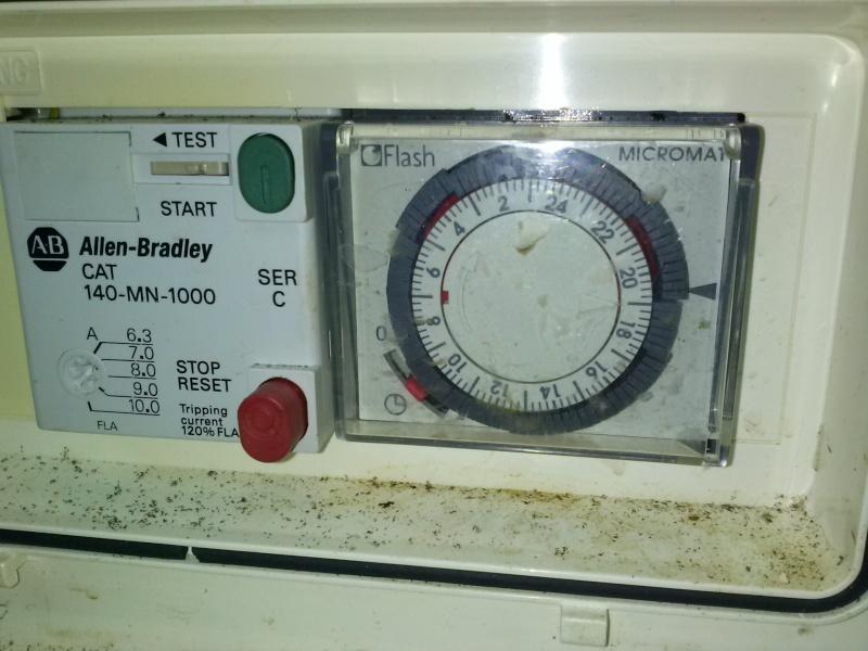 besoin d'un coup de main pour brancher une horloge...sur escawat... Cam00017