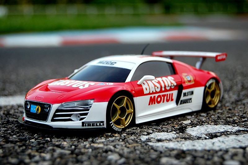 Audi R8 Bastos / Motul A111