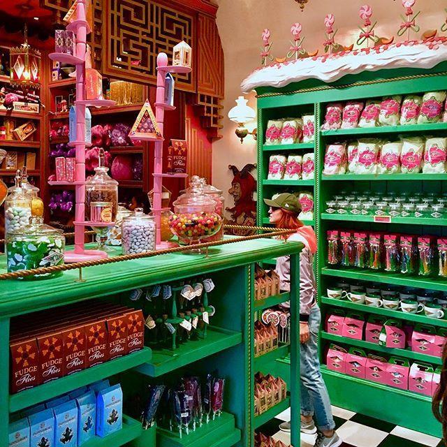 Comptoir de la meilleure boutique du monde magique Les_fr10