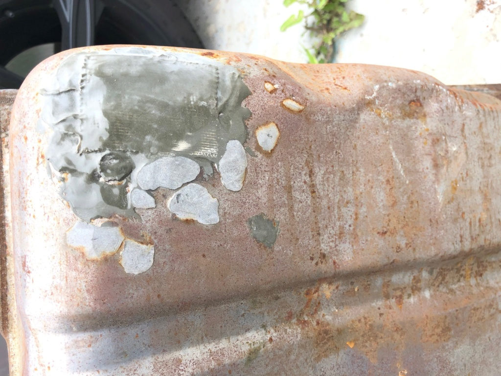 Two fuel tanks, used, free! Tank_310