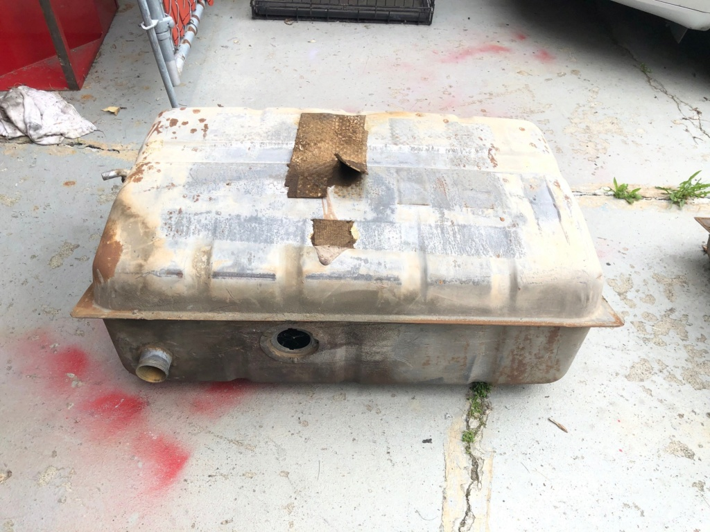 Two fuel tanks, used, free! Tank_710