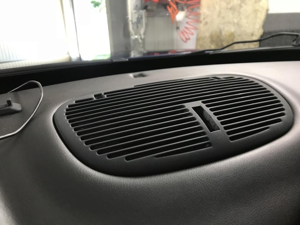 Démontage lèves vitres et grille d'aération Gransport 57d40410