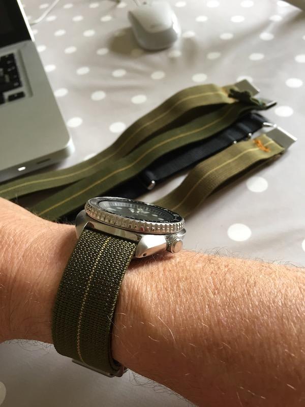 Bracelet parachute pour ma Turtle. Img_2012
