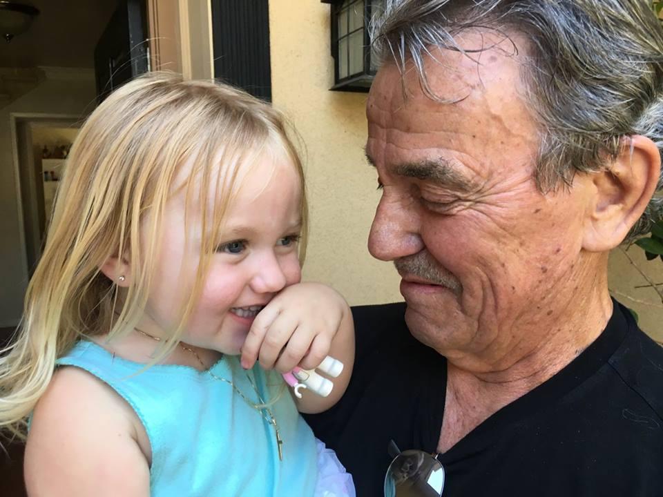 Эрик Браден со своей внучкой. 39500110