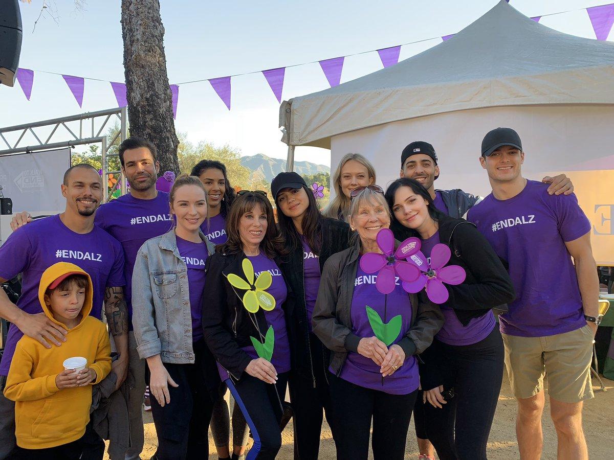 Молодые и Дерзкие на 2018 Walk to End Alzheimer's Drfnws10