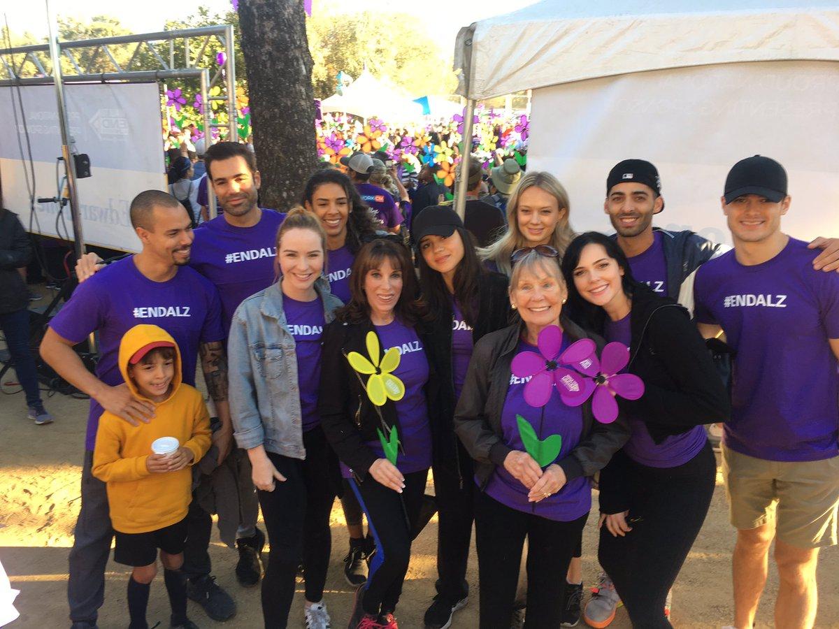 Молодые и Дерзкие на 2018 Walk to End Alzheimer's Drfsoa10
