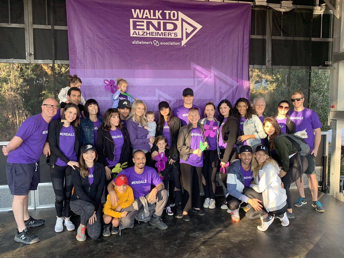 Молодые и Дерзкие на 2018 Walk to End Alzheimer's Drgzdm10