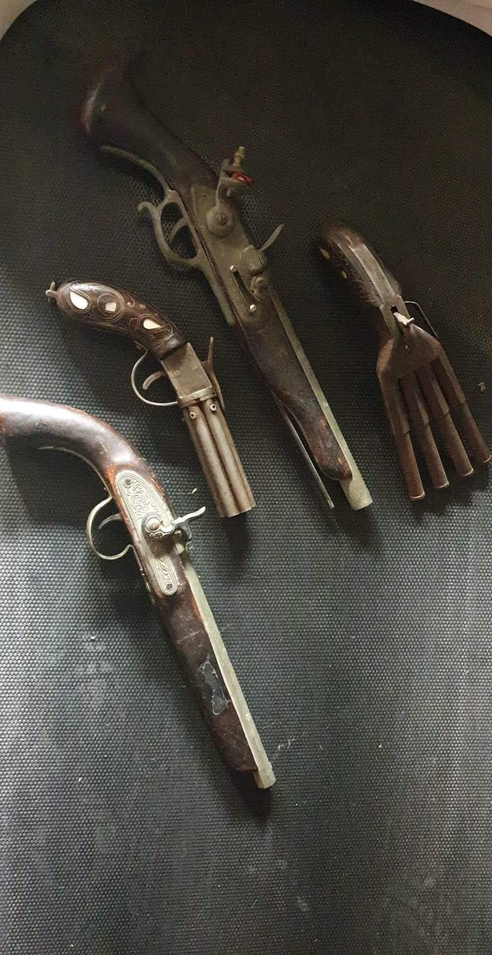 Identication Pistolets  Receiv21