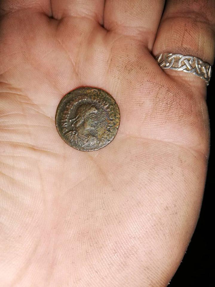 AE2 de Valentiniano II. REPARATIO REIPVB. Siscia 46178210