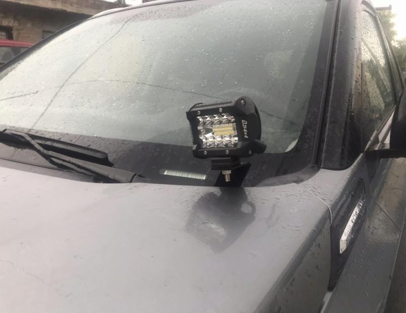 Roof mounted light bars 5a9e5a10