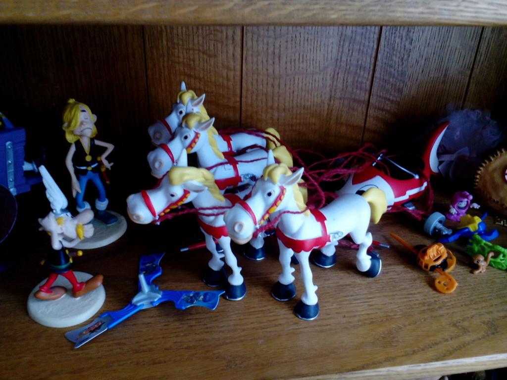 Bonjour, voici donc ma collection Astérix Img_2010