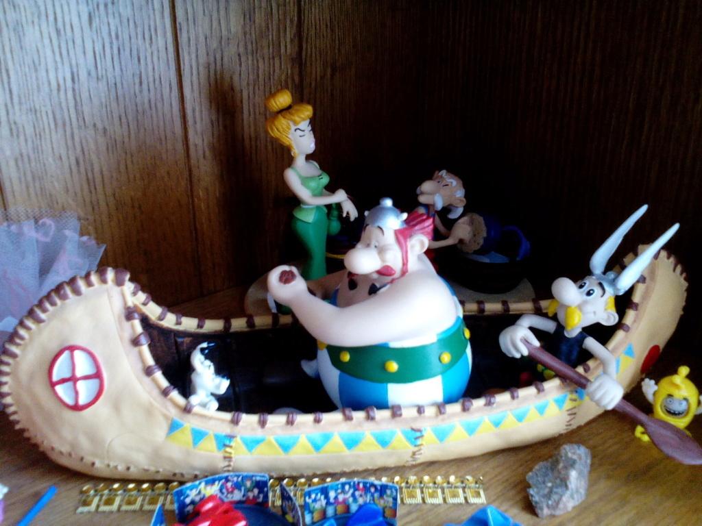 Bonjour, voici donc ma collection Astérix Img_2012