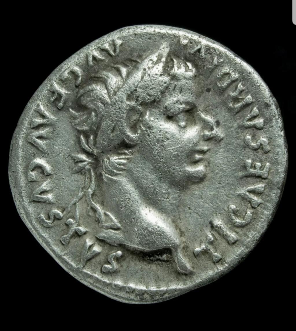 Denario de Tiberio. PONTIF MAXIM. Livia sedente a dcha. Lyon 20200413