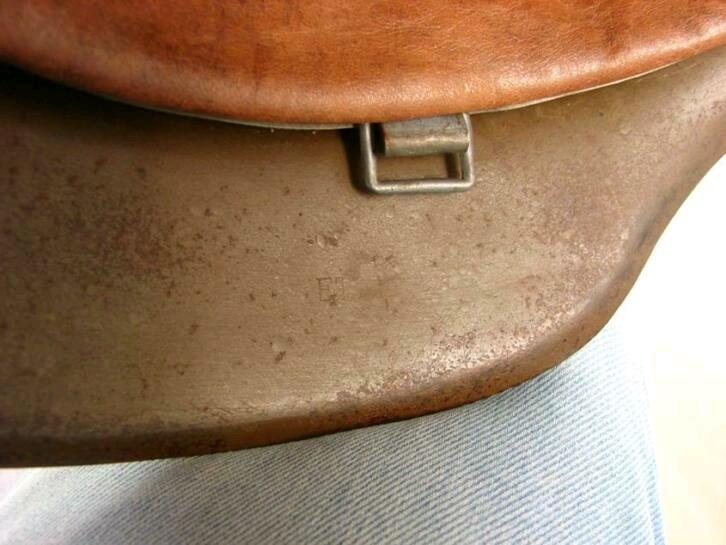 Casque RAD brun repeint insigne détouré  Image-14