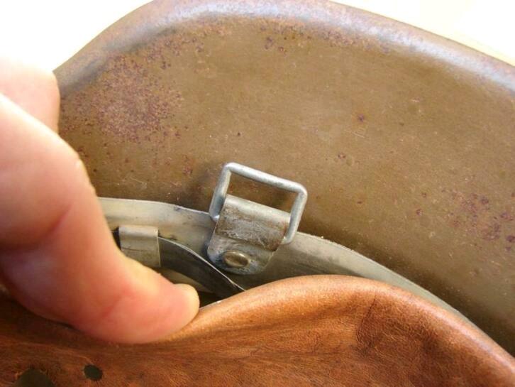 Casque RAD brun repeint insigne détouré  Image-16