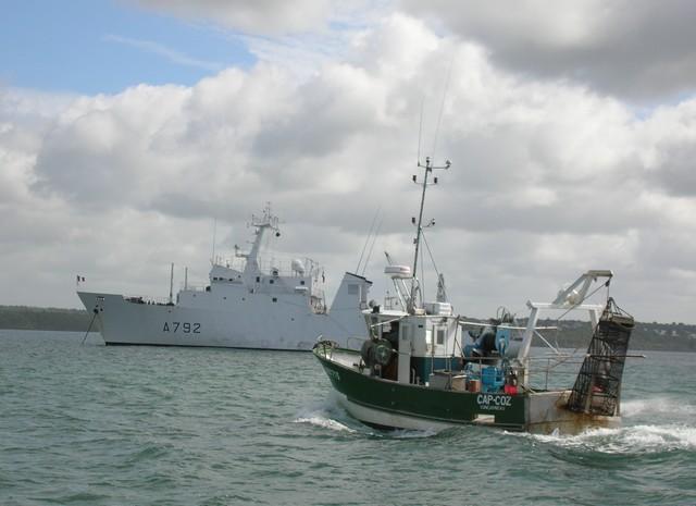 [VIE DES PORTS] Quelques bateaux de pêche (sur nos côtes Françaises) - Page 2 06_07_14