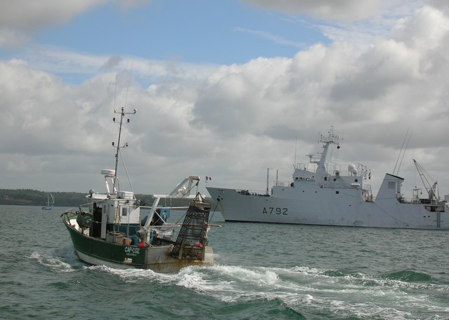 [VIE DES PORTS] Quelques bateaux de pêche (sur nos côtes Françaises) - Page 2 06_07_15
