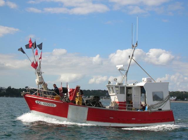 [VIE DES PORTS] Quelques bateaux de pêche (sur nos côtes Françaises) - Page 3 18_09_10