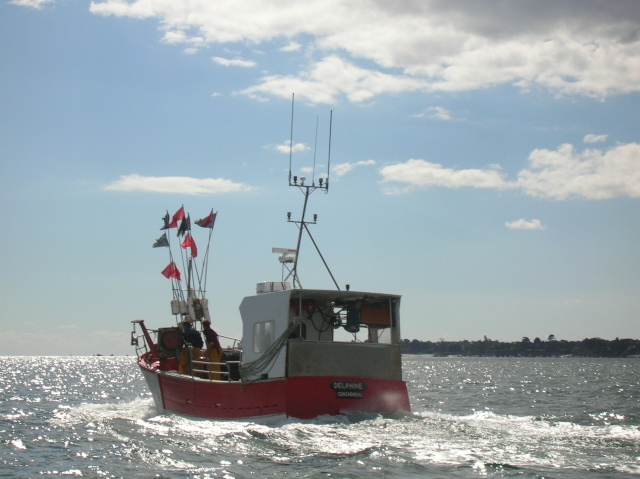 [VIE DES PORTS] Quelques bateaux de pêche (sur nos côtes Françaises) - Page 3 18_09_11