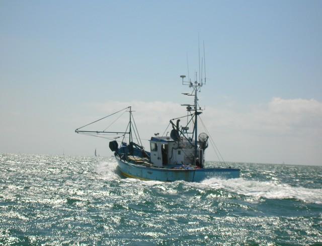 [VIE DES PORTS] Quelques bateaux de pêche (sur nos côtes Françaises) - Page 3 24_07_14