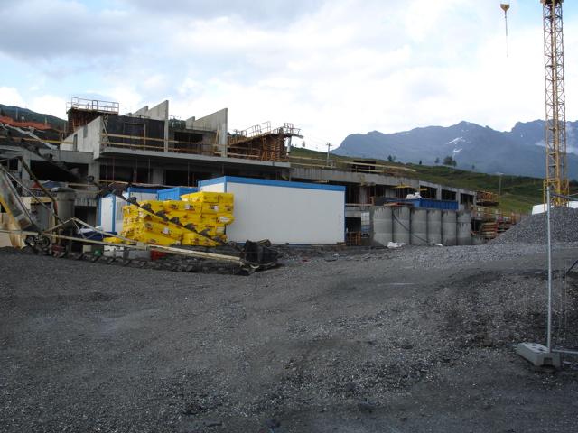 [LaRosière]Vaste programme de construction dans la station Dsc02518