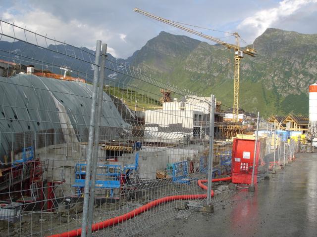 [LaRosière]Vaste programme de construction dans la station Dsc02520