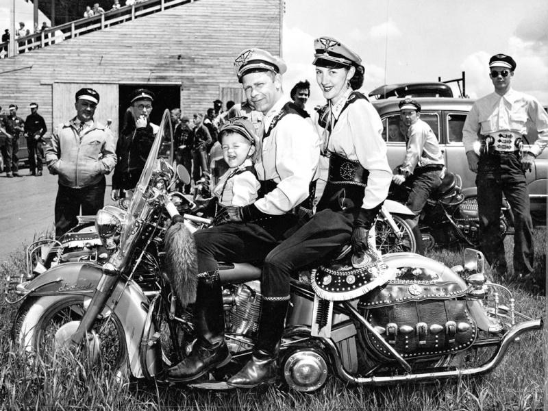 MOTOS en NOIR & BLANC - Page 2 Harley10