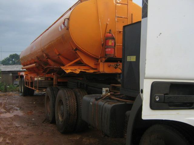 le métier de camionneur en Afrique ? Dubois12