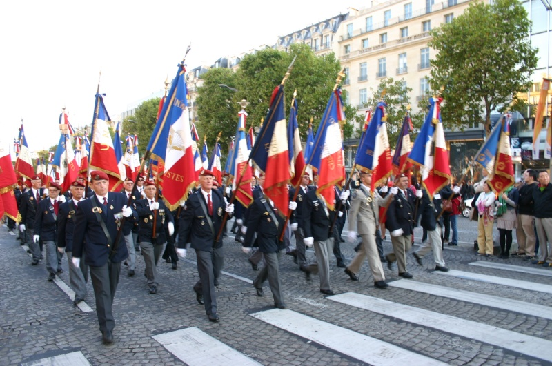 2007 - QUATRE GENERATIONS PARACHUTISTES DU FEU pour la St MI Champs10
